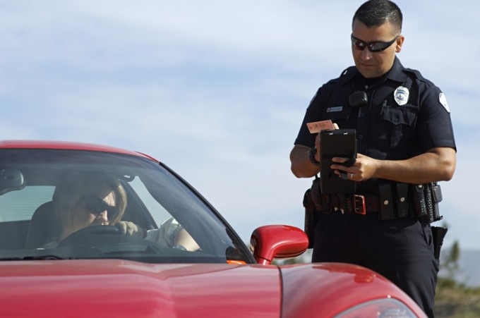 Woman-getting-traffic-ticket-1024x680